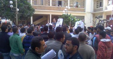 أمن جامعة الإسكندرية يغلق بوابات الإدارة فى وجه طلاب تقليل الاغتراب
