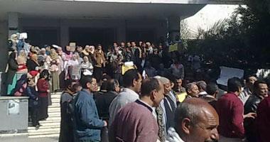 عشرات المتظاهرين بالمنيا فى ميدان بالاس