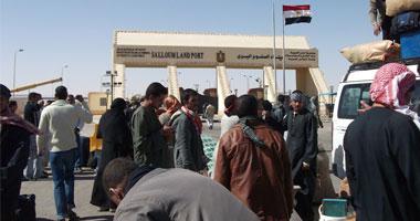 سفر وعودة 929 مصريا وليبيا و34 شاحنة عبر منفذ السلوم خلال 24 ساعة