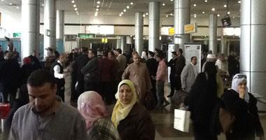 وصول الطائرة السعودية والركاب يشكون سوء المعاملة فى مطار جدة S2201218162047