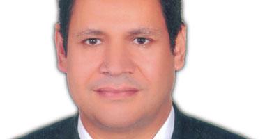 الدكتور يسرى أنور الحميلى أستاذ جراحات المخ والأعصاب والعمود الفقرى بطب القاهرة