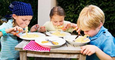 النصائح أثناء تناول وجبات الطفل؟