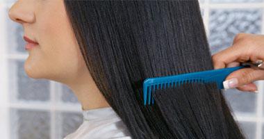 الشعر يتعرض لمعاملة قاسية فى الغسل والتمشيط مع الربط بشدة