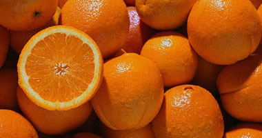 باحثون ينصحون بتناول ثمرة برتقال يوميا للوقاية من تدهور شبكية العين