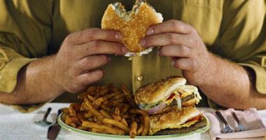 """احذر  """"وجبة منتصف الليل """".. تناول الطعام فى وقت متأخر يسبب أمراض القلب"""