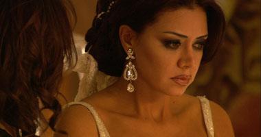 """رانيا يوسف تبدأ """"خطوط حمرا"""" مع أحمد السقا S220122917312"""