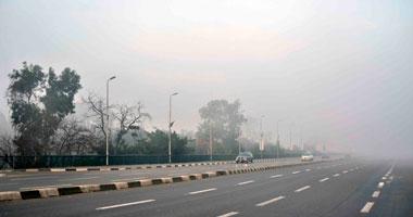 المرور يغلق طريقى إسكندرية والعلمين الصحراوى بسبب الشبورة الكثيفة