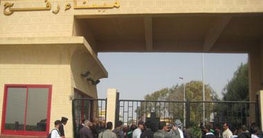عبور 1200 فلسطينى معبر رفح لأداء عمرة رمضان S3200911132557