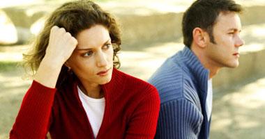 زوج يقيم دعوى نشوز ويطالب زوجته بسداد نصف راتبها لمساعدته على النفقات