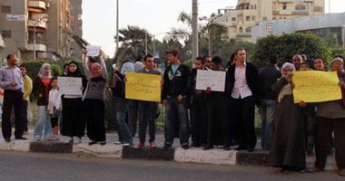 العشرات من أهالى المقطم استنكروا الاعتداء على البرادعى يوم الاستفتاء