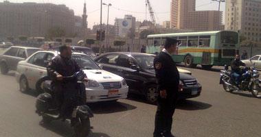 قائد سيارة يتعدى بالضرب على مجند بمرور الجيزة بسبب غلق الإشارة