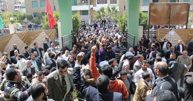 """تظاهر المدرسين المتعاقدين أمام """"التربية والتعليم"""" بالمنوفية للمطالبة بالتعيين"""