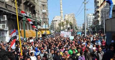 معارضو مرسى يقطعون طريق الكورنيش