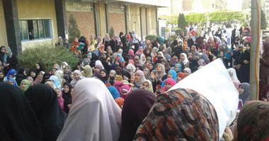 وقفة لطالبات بجامعة القاهرة للمطالبة بكليات عسكرية للفتيات