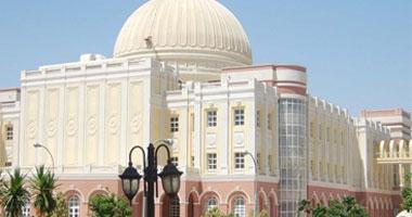 سفير إنجلترا بالقاهرة يزور الجامعة البريطانية ويشيد بجودة مراكزها البحثية