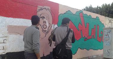 أبريل ترسم جرافيتى لمعتقليها شارع محمد محمود