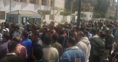 استمرار إضراب عمال زيوت المتكاملة بالسويس اعتراضا على قرار فصلهم