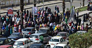 الطلاب يغادرون مدينة الأزهر الجامعية بعد قرار إخلائها