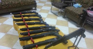 ضبط 8 متهمين بحوزتهم أسلحة نارية ومخدرات و661 هاربا من الأحكام بأسوان