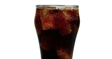 تناول مشروبات الفركتوز الموجود الصودا s420094123430.jpg