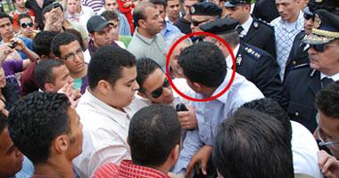 أفراد شرطة مندسون فى مظاهرات جامعة القاهرة