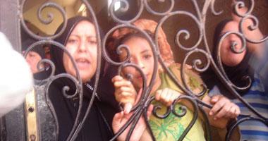 اعتصام سكان عقار بطنطا احتجاجاً على الإزالة