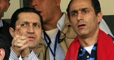 تجديد حبس جمال وعلاء مبارك 15 يوماً لاتهامهما بالتدخل فى المشروعات