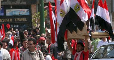 اشتباكات بالأيدى بين مؤيدى ومعارضى مبارك أمام ماسبيرو