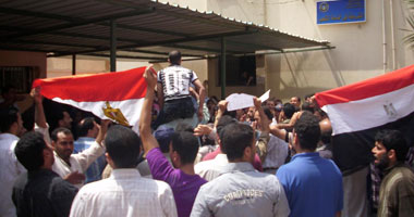 مصنع الجوهرة فى مدينة السادات المملوك لاحمد عز يسرح  3000 عامل اليوم اجبارى S4201124172956