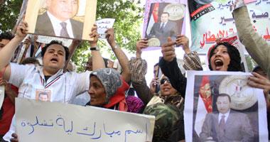 تراشق بالحجارة مؤيدى ورافضى الرئيس السابق مبارك s420112517351.jpg
