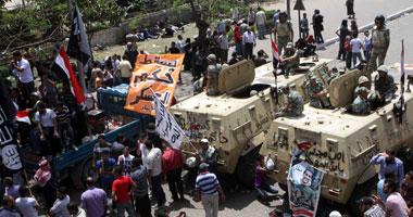 اشتباكات أمام وزارة الدفاع وإصابة 11 شخصاً s4201228142736.jpg