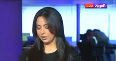 """يوتيوب يحذف فيديو """"قبلة"""" نشرة العربية بطلب من القناة"""