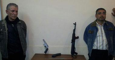 مسجلين وبحوزتهما بندقية آلية وفرد خرطوش بالبحيرة