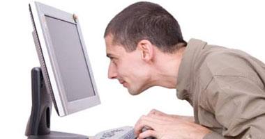 """""""العدسات اللاصقة والكمبيوتر"""" من أسباب الإصابة بجفاف العين  S42013242190"""