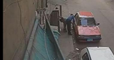 المتهم بسرقة سيارة فى النزهة يعترف: بكسر زجاج العربية وبسرق اللى جواها