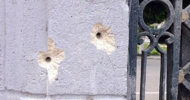 الطلقات صنعت فتحات فى السور الرئيسى لجامعة القاهرة