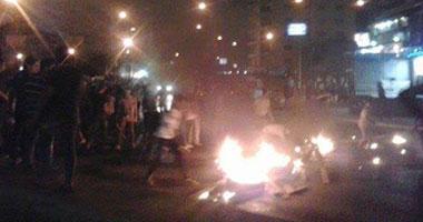 """الإخوان يقطعون طريق """"القاهرة- الفيوم"""" ويشعلون النيران فى إطارات السيارات"""