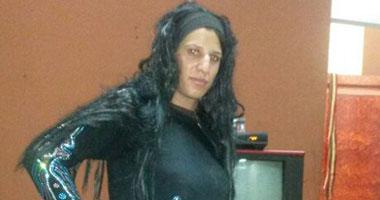 بالصور..القبض على شخص متنكر فى هيئة امرأة يتحرش بالرجال فى الإسماعيلية
