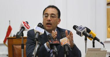 """وزير الإسكان لـ""""مسئولى الأحياء"""": من يتكبر على العمل يترك منصبه"""