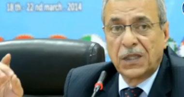 """أسر ضحايا """"داعش"""" فى ليبيا يتسلمون شيكات المعاشات الاستثنائية بالمنيا"""