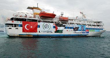 الأعلام ترفرف فى ميناء غزة استعداداً لقدوم الأسطول