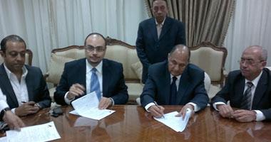 """الدكتور وليد مصطفى أثناء توقيع عقد إطلاق قناة """"النهار"""""""