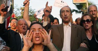 بالصور.. متظاهرون ضد الفتنة  S52011922113