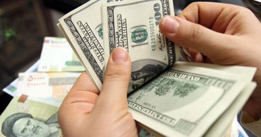 الدولار يسجل 718 قرشًا.. واليورو بـ9 جنيهات