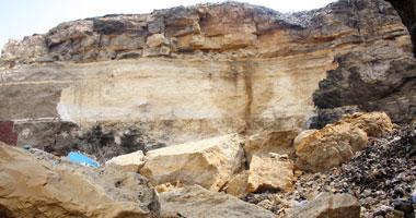 فيديولحظة سقوط صخرة الدويقة اليوم انهيار الصخرة بعد اخلاء المنازل من اصحابها فيديوالانهيار