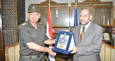 قائد قوات الدفاع الشعبى يتفقد محافظة السويس