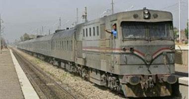 خروج قطار ركاب القضبان بالفيوم