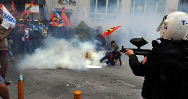 الشرطة التركية تطلق الغاز المسيل للدموع على محتجين على تفجير سروج