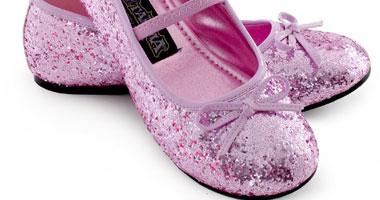4d8bf146e بالصور.. أحذية أطفال خلابة للكاجول والسواريهات - اليوم السابع
