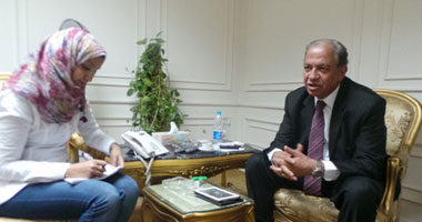 محافظ أسيوط مع محررة اليوم السابع